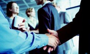 Bild Händeschüttlen bei Verasnstaltung